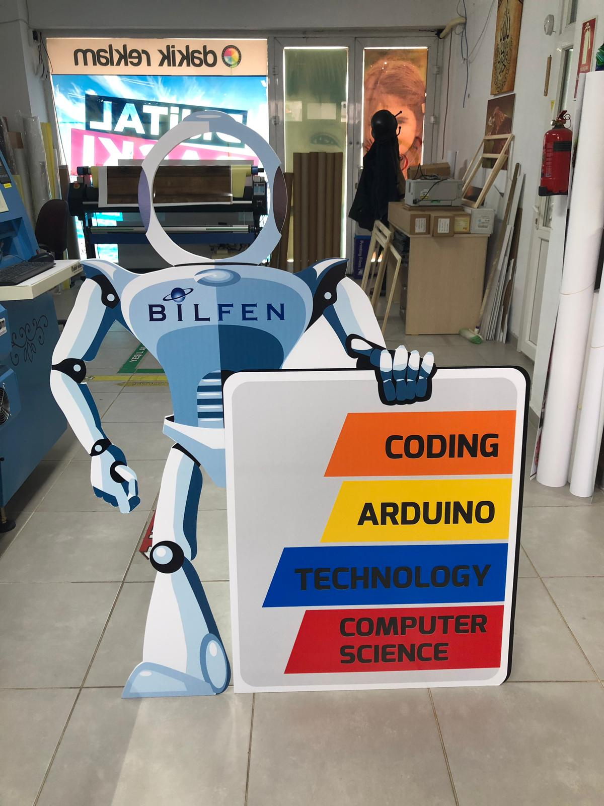 Robot Karton Adam