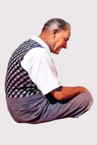 Atatürk oturuyor